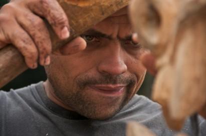 Amilton e sua arte de esculpir madeiras