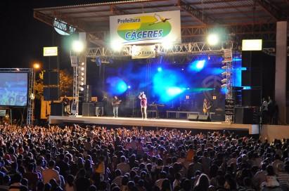Atrações musicais atraem multidão e sucesso à FIPe